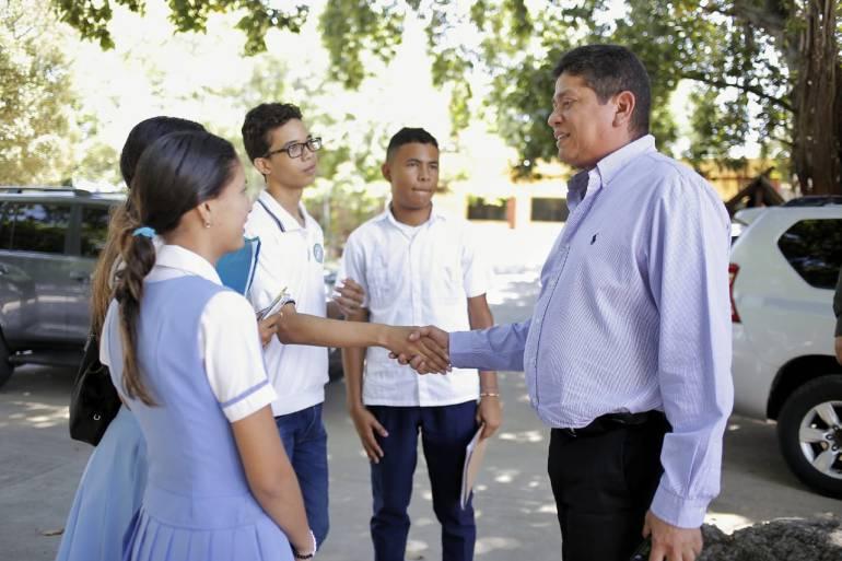 Alcalde Quinto Guerra promete remodelar colegio Fernández Baena