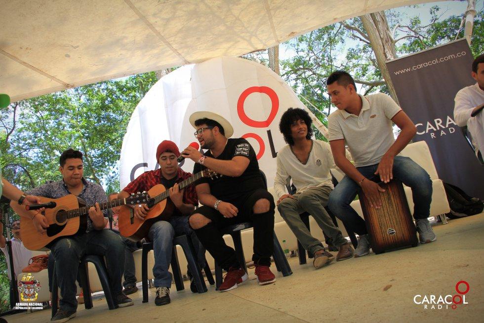 La agrupación musical Tropa Espeluque deleitó a los asistentes con su música.