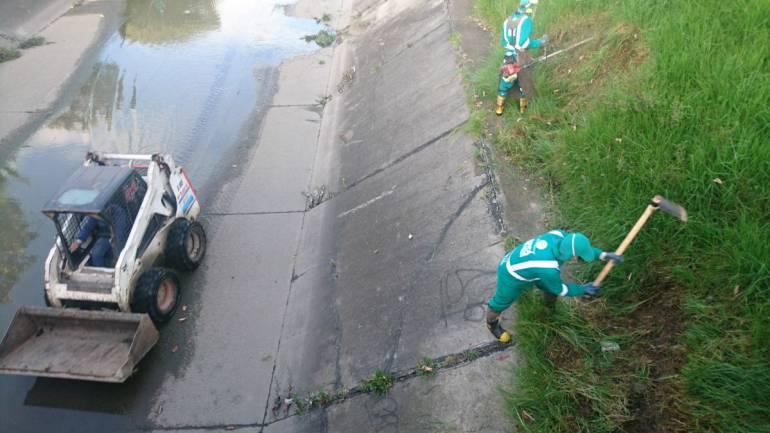sistema drenaje Bogotá: Más de 300.000 toneladas de basuras removidas del drenaje de Bogotá