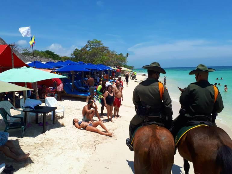 Día del Reciclaje Cartagena: Carabineros de la Policía de Cartagena vigilan Playa Blanca