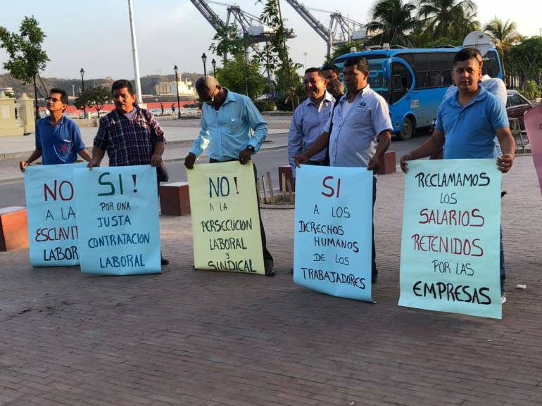 Los conductores en paro están reunidos en el Parque Bolívar, frente a la Bahía de Santa Marta, para visibilizar sus denuncias. CARACOL RADIO
