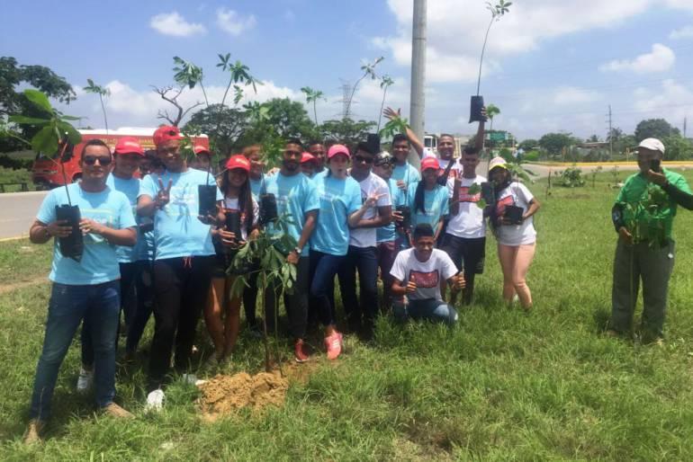 Política Cartagena: Campaña de Germán Vargas siembra arboles en barrio El Pozón de Cartagena