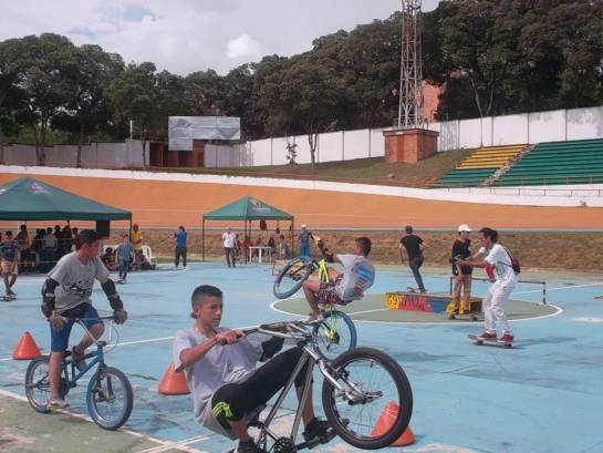 Exitoso festival de Skateboarding y otros deportes urbanos con el INDERBU