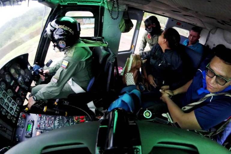 Fuerza Aérea llevó en helicóptero jurados de votación al sur de Bolívar: Fuerza Aérea llevó en helicóptero jurados de votación al sur de Bolívar