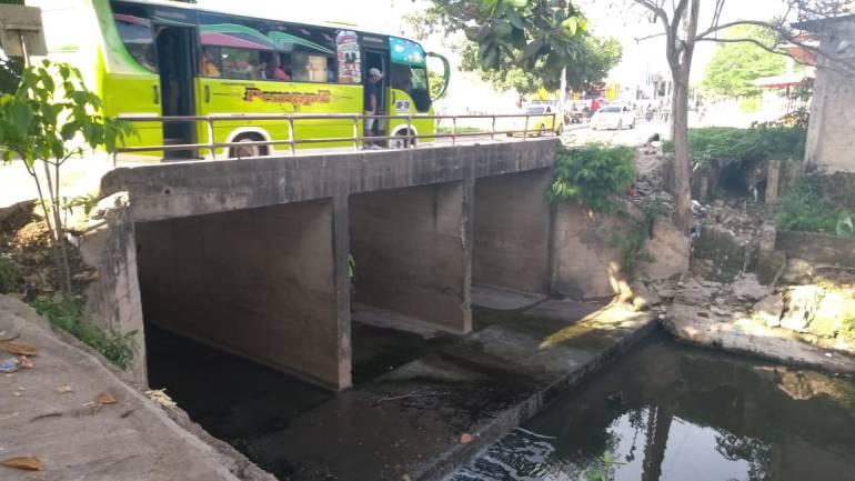 Las gaviotas y 13 de junio Cartagena: A punto de colapsar puente que une dos barrios en Cartagena