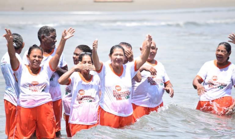 Adultos mayores Bolívar: 30 adultos mayores bolivarenses conocieron por primera vez el mar
