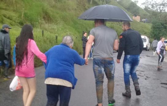 Invierno en Caldas: Fuerte aguacero desborda varias quebradas en Manizales y Villamaría