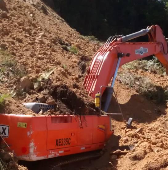 BUCARAMANGA SANTANDER ALUD INVIERNO MÁLAGA: Un alud sepulta dos carros en la carretera Curos Málaga