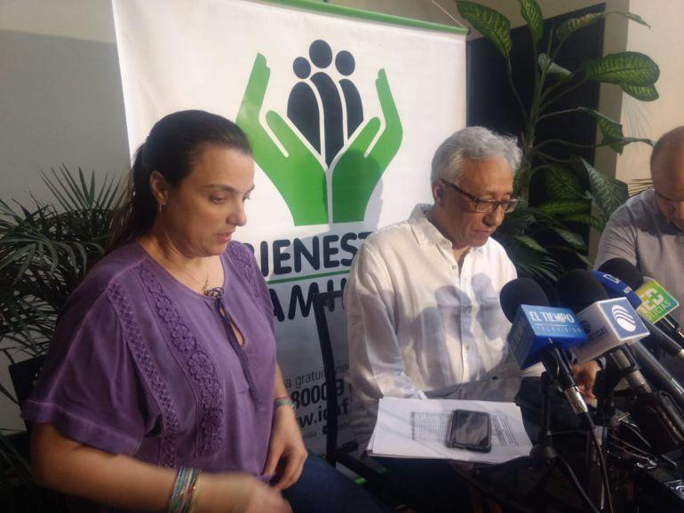 El director de Medicina Legal, Carlos Valdés, y la directora del Bienestar Familiar, Karen Abudinen, durante la rueda de prensa sobre el caso del menor de diez meses, que murió en Bogotá.