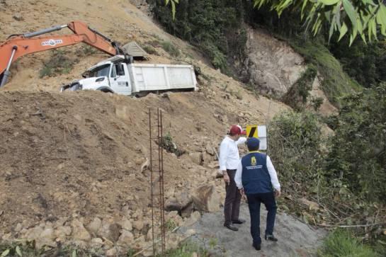BUCARAMANGA VÍAS INVIERNO MÁLAGA CUROS DESLIZAMIENTOS: Rovirenses se quedaron sin carretera en el puente de Corpus Christi