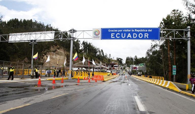 Puente internacional de Rumichaca entre Colombia y Ecuador