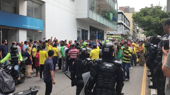 BUCARAMANGA TAXIS PROTESTA: Video: Primeros disturbios en protesta de taxistas