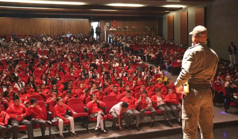 Graduación del programa DARE en Manizales