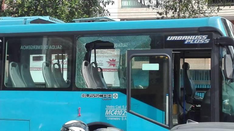 Emergencia en bus articulado del Mío: Nueve lesionados leves, dejo emergencia al interior de un Mío