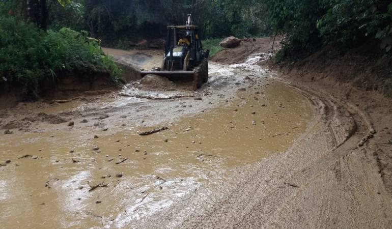 Vía afectada en Caldas por la temporada de lluvia