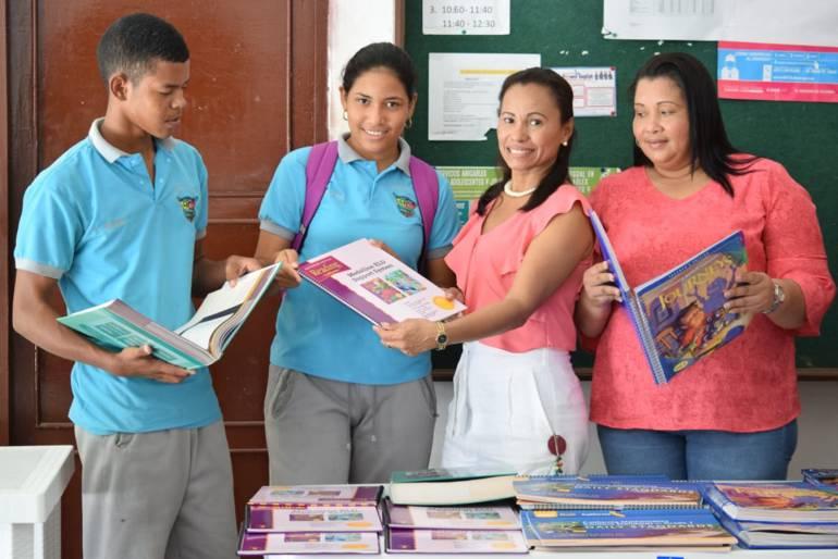 Donan 300 libros a institución educativa de San Cristóbal, Bolívar: Donan 300 libros a institución educativa de San Cristóbal, Bolívar