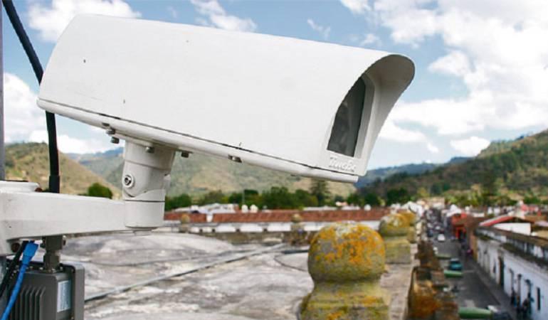 Robos Restaurantes: Con cámaras de seguridad buscan a responsables de robo en restaurante
