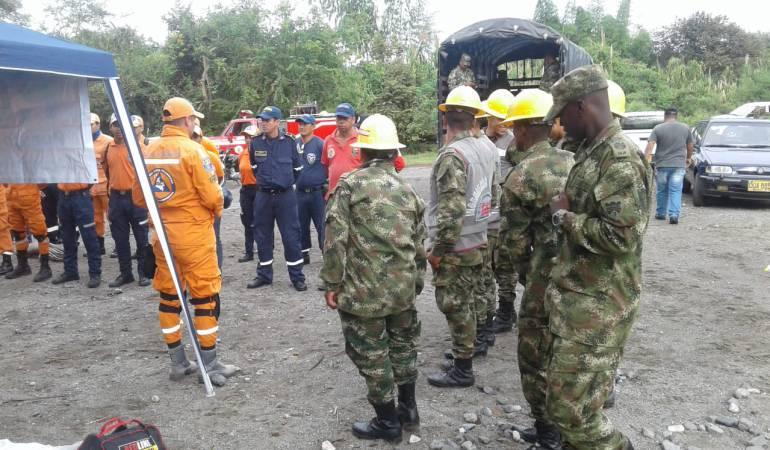 rescatan menor: Rescatan cuerpo de menor desaparecida por creciente del río Amaime