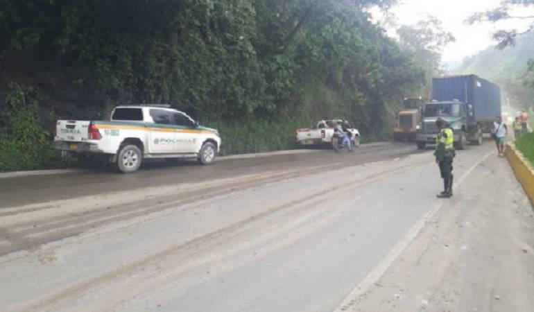 Invierno en Colombia: Derrumbes generan problemas de movilidad en vía del Alto de la Línea