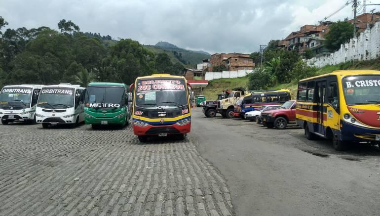 Paro, servicio, público: Por inseguridad, paran dos rutas de buses en la Comuna 13