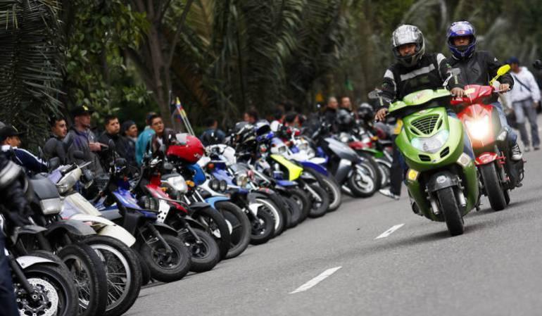 Hurto en moto bajó 30% con restricción a parrillero en Bogotá