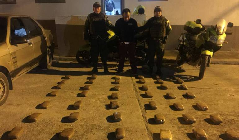 Droga incautada: Cargamento de droga es incautado en la vía al Alto de la Línea