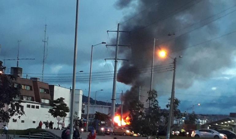 Incendios: Bomberos controlan incendio en el centro de Bogotá