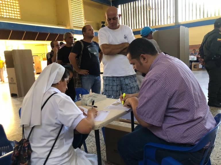 Las autoridades dieron apertura a la jornada democrática en el departamento del Magdalena desde  la Institución Educativa Distrital Normal Superior María Auxiliadora que está ubicada en la ciudad de Santa Marta. CARACOL RADIO
