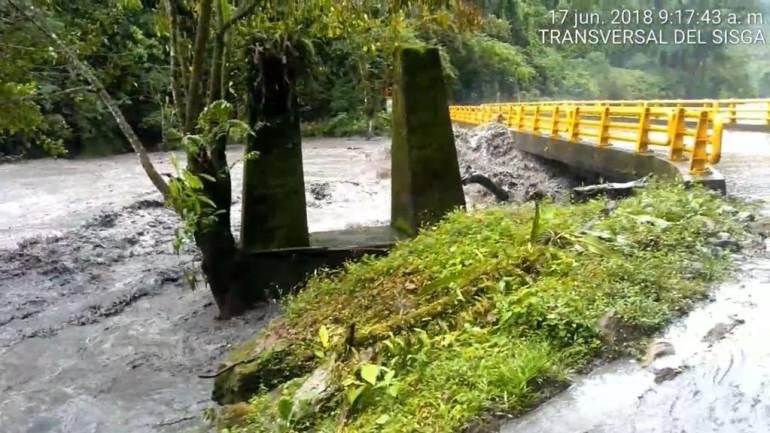 Lluvias provocaron desbordamiento de un río en la vía Boyacá-Casanare: Lluvias provocaron desbordamiento de un río en la vía Boyacá-Casanare