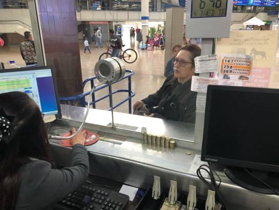 Vendedor de Tiquetes: En los zapatos de una vendedora de tiquetes en la terminal de transportes