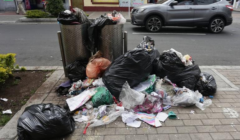 Esquema de basuras en Bogotá: Denuncian irregularidades en la licitación para cestas de basura en Bogotá