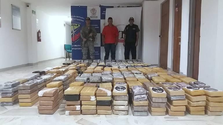 Incautan semisumergible con una tonelada y media de coca en Cauca