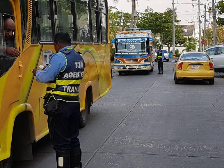 Conductores de busetas de Cartagena ponen el peligro a sus pasajeros: Conductores de busetas de Cartagena ponen el peligro a sus pasajeros
