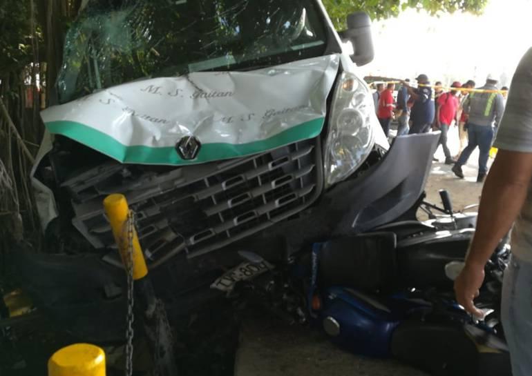 Un muerto y diez heridos en accidente en la zona industrial de Cartagena: Un muerto y diez heridos en accidente en la zona industrial de Cartagena
