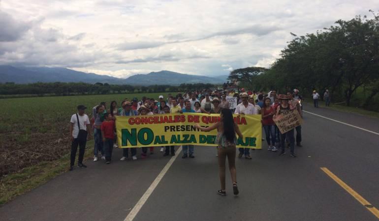 Más de 300 personas marcharon rechazando el aumento en el peaje de acapulco