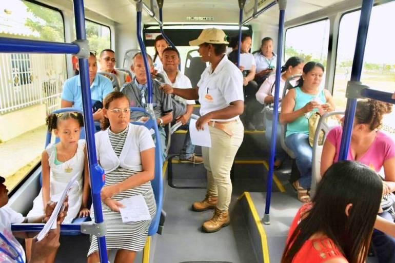 Sancionan dos venezolanos por vender dulces abordo de un bus de Transcaribe: Sancionan dos venezolanos por vender dulces abordo de un bus de Transcaribe