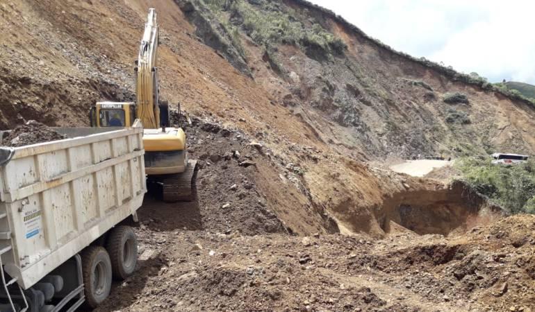 Cerrada la vía Quibdó-Medellín: Imprudentes viajeros arriesgan su vida en la vía Quibdó- Medellín