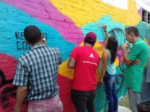 El mural fue pintado por el artista Farid Hadechini (Rojo