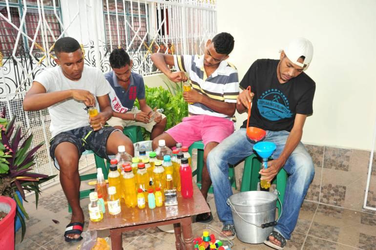 Jóvenes resocializados emprenden negocio de productos químicos: Jóvenes resocializados emprenden negocio de productos químicos