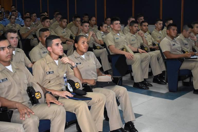 Cadetes de la Escuela Naval de Cartagena estudian Armada de Inglaterra: Cadetes de la Escuela Naval de Cartagena estudian Armada de Inglaterra