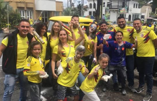 Masiva celebración de pereiranos por clasificación de la selección Colombia