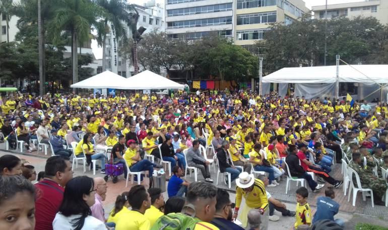 Plaza de Bolívar de Armenia disfrutando del partido de Colombia frente a Senegal en el mundial Rusia