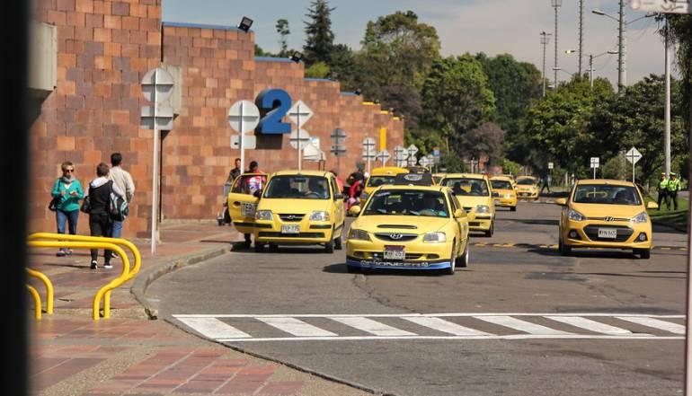 Taxis: El Gobierno expedirá resolución que reglamenta y habilita uso de tabletas