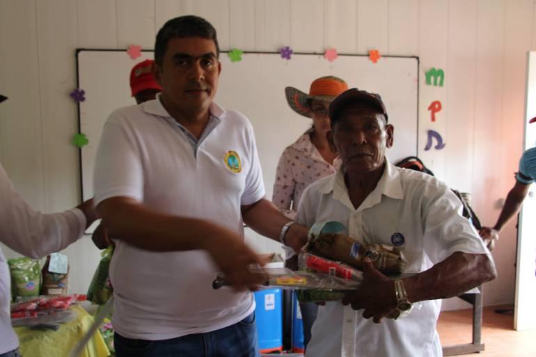 UMATA entrega semillas a campesinos del corregimiento de Arroyo Grande: UMATA entrega semillas a campesinos del corregimiento de Arroyo Grande