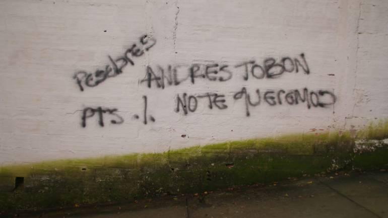 Con grafitis intimidan al secretario de seguridad de Medellín