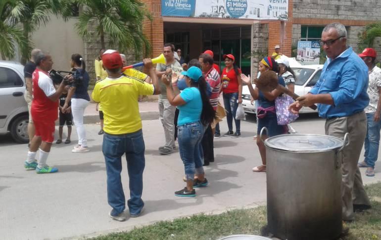Con un sancocho protestan por falta de agua en Galapa