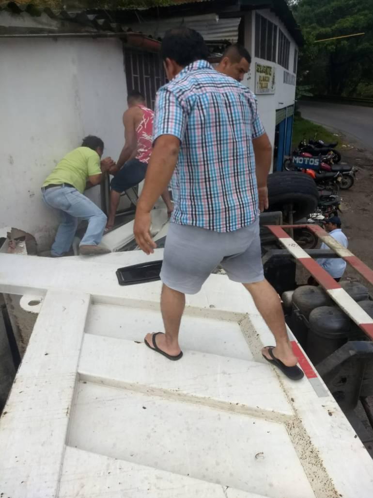 ACCIDENTE ARATOCA SANTANDER FRENOS CONDUCTOR: Conductor se salvó de milagro tras accidente en Aratoca