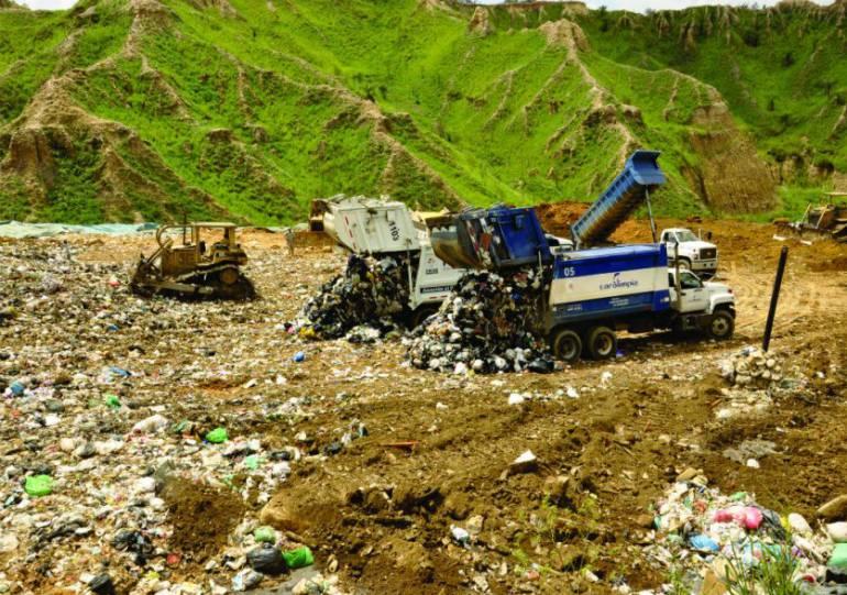 prohiben entrada de basuras a El Carrasco: Si se prohíbe entrada de basuras a El Carrasco tarifas se incrementarían