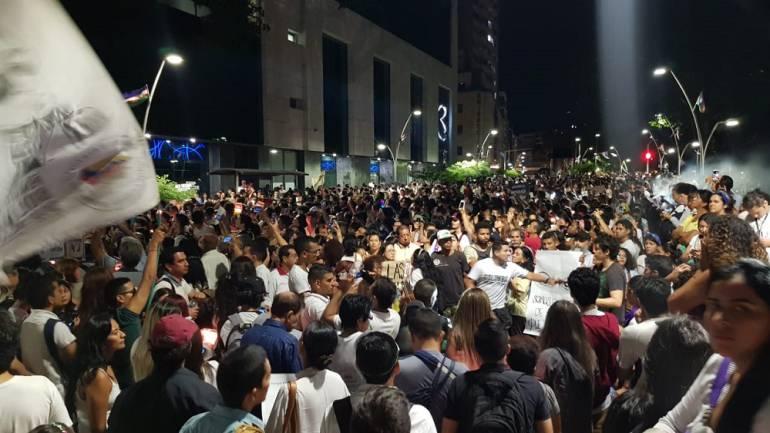 Velatón por homicidios de líderes sociales: Velatón en Cali para rechazar asesinatos de líderes sociales