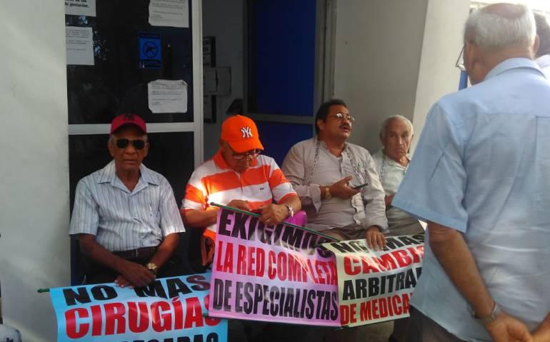 Pensionados en Cartagena protestan por mala atención médica: Pensionados en Cartagena protestan por mala atención médica